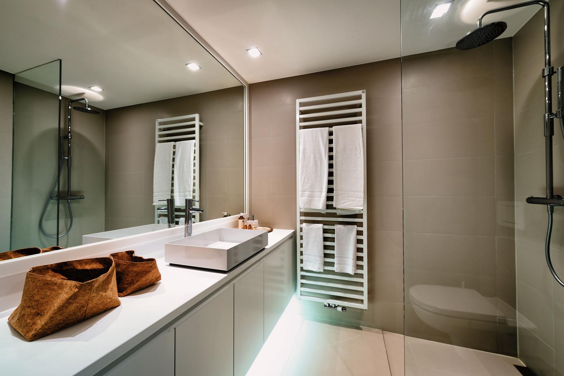 Bathroom at Amazone Charles Apartments - Citybase Apartments
