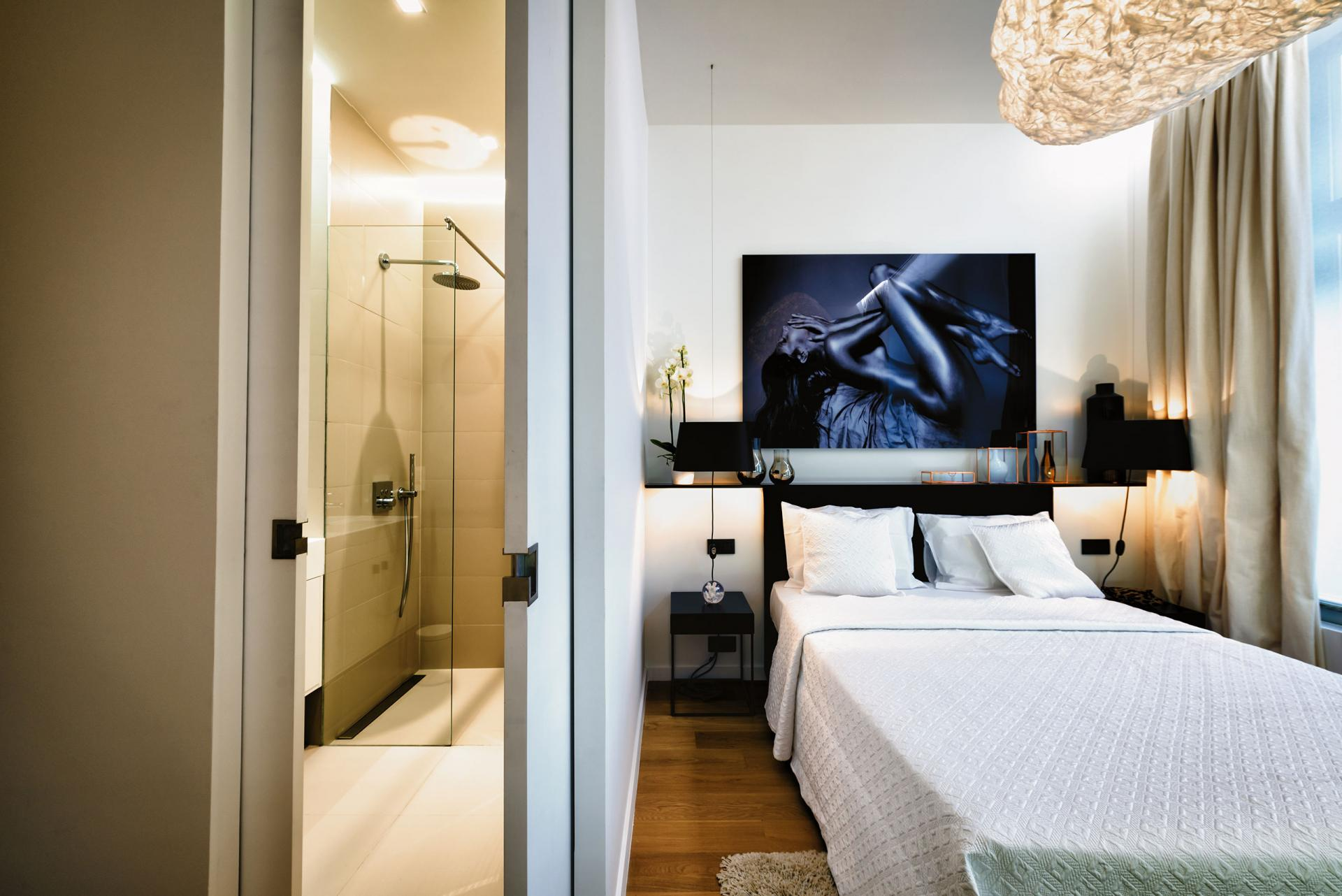 Bathroom / Bedroom 1 at Amazone Charles Apartments - Citybase Apartments