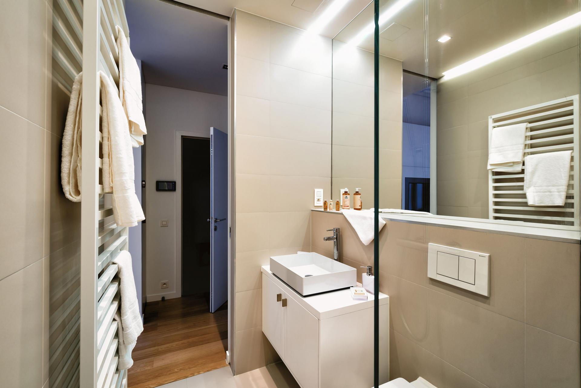 Bathrooms at Amazone Charles Apartments - Citybase Apartments