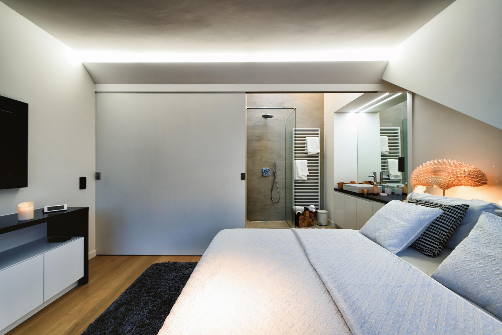 En-suite Bathroom at Amazone Charles Apartments - Citybase Apartments