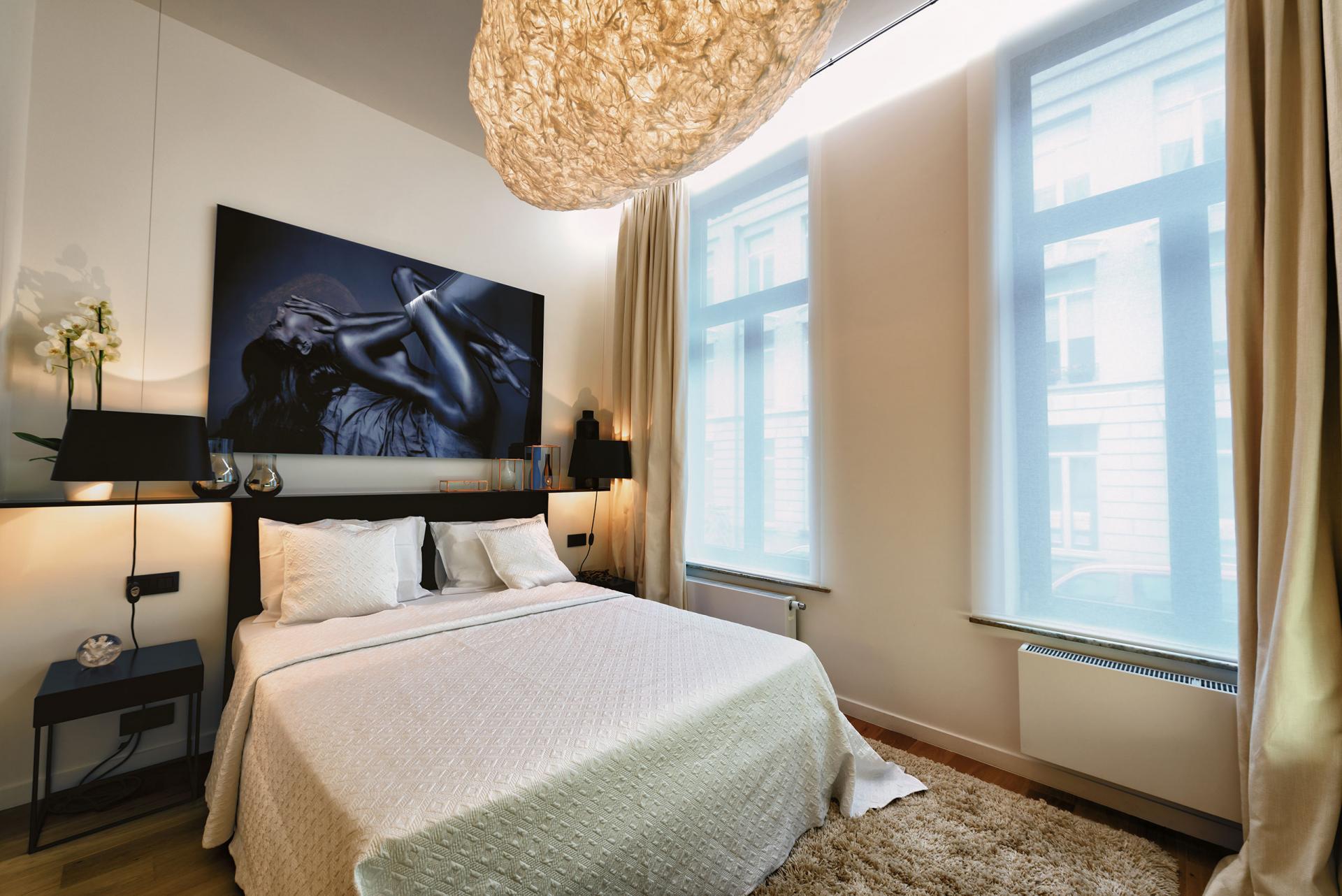 Bedroom at Amazone Charles Apartments - Citybase Apartments