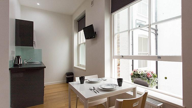 Studio dining at Ladbroke Studios and Apartments - Citybase Apartments