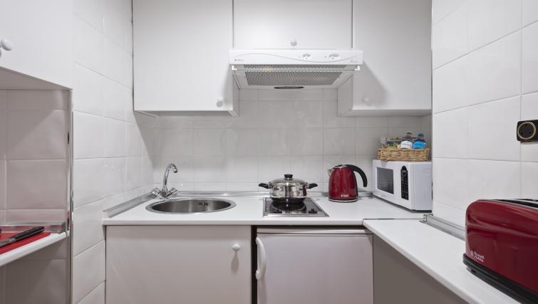 Kitchen at Melia White House Apartments - Citybase Apartments