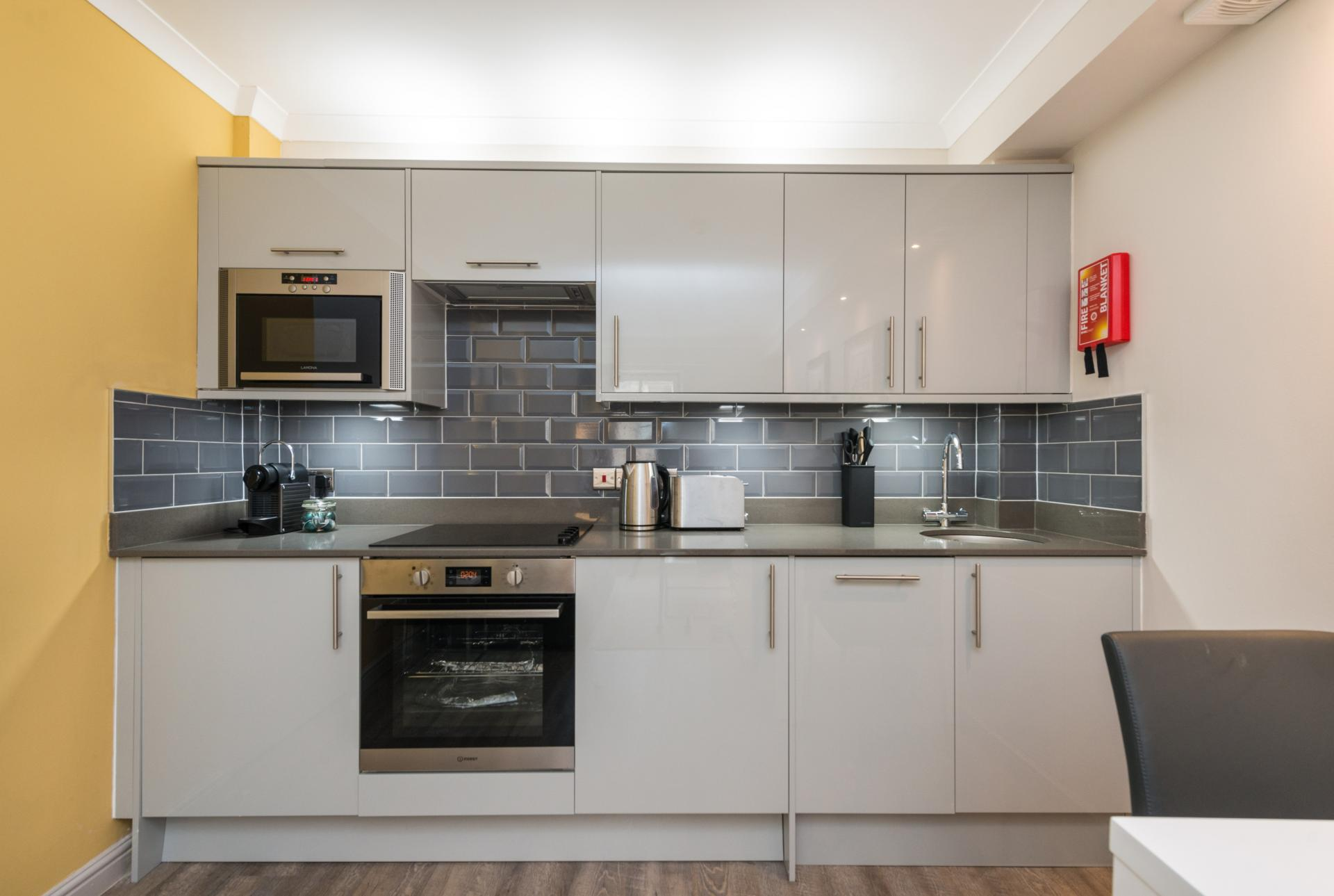 Modern kitchen in Grove Apartments - Citybase Apartments
