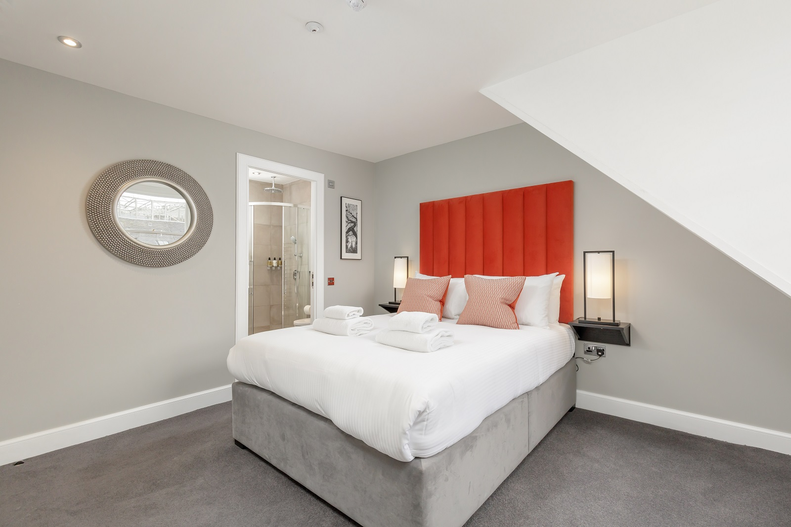 King size bed at Hanover Serviced Apartments - Citybase Apartments