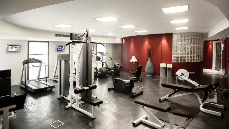 State of the art gym in Park Plaza Victoria - Citybase Apartments
