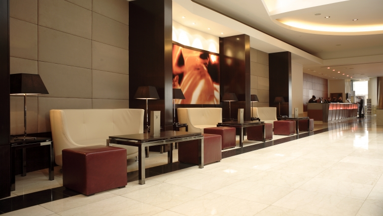Memorable lobby area in Park Plaza Victoria - Citybase Apartments