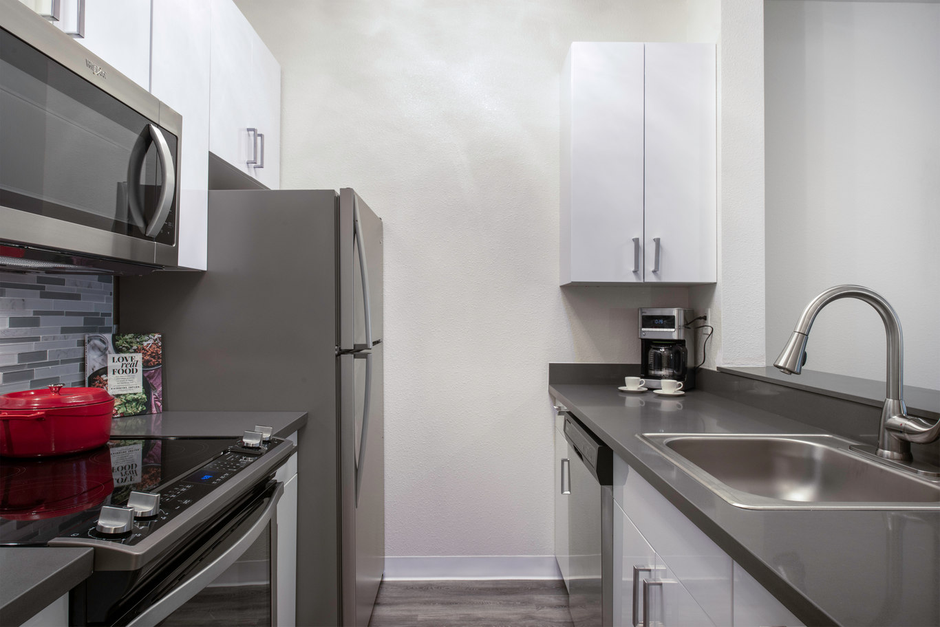 Kitchen at 2000 Post Street Apartments - Citybase Apartments