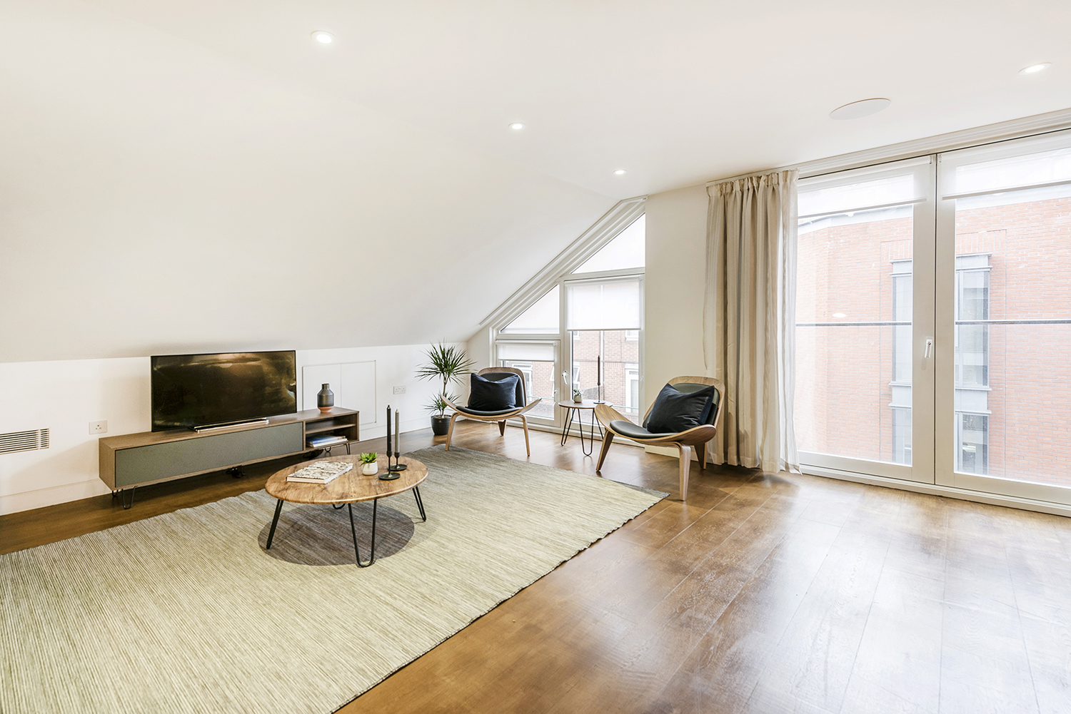 Spacious lounge at Bedford Court Apartment - Citybase Apartments