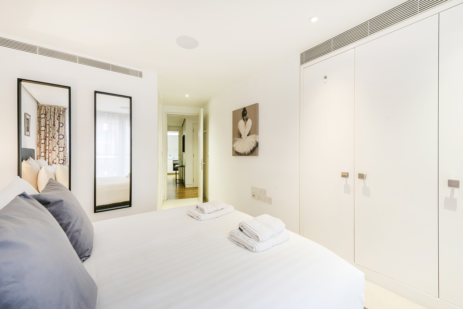 Double bed at Bedford Court Apartment - Citybase Apartments