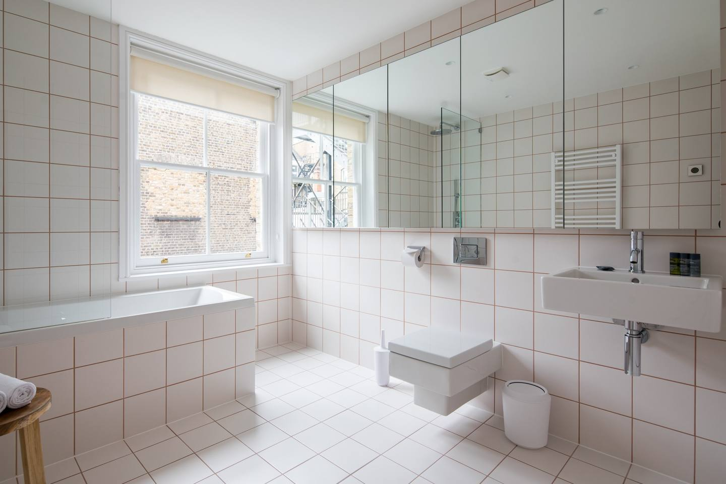 Bath at The Charterhouse Apartments - Citybase Apartments