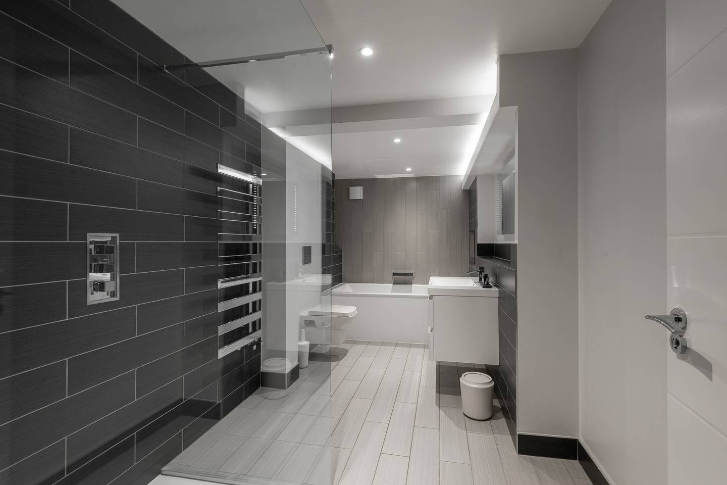 Bath at Leicester Square Apartments - Citybase Apartments