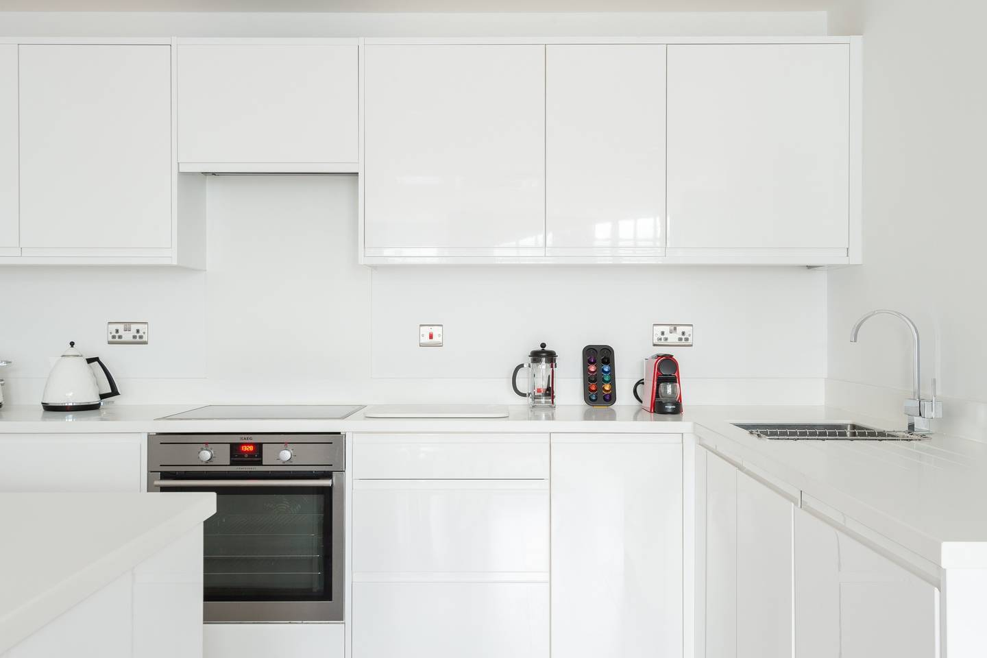 Oven at Leicester Square Apartments - Citybase Apartments