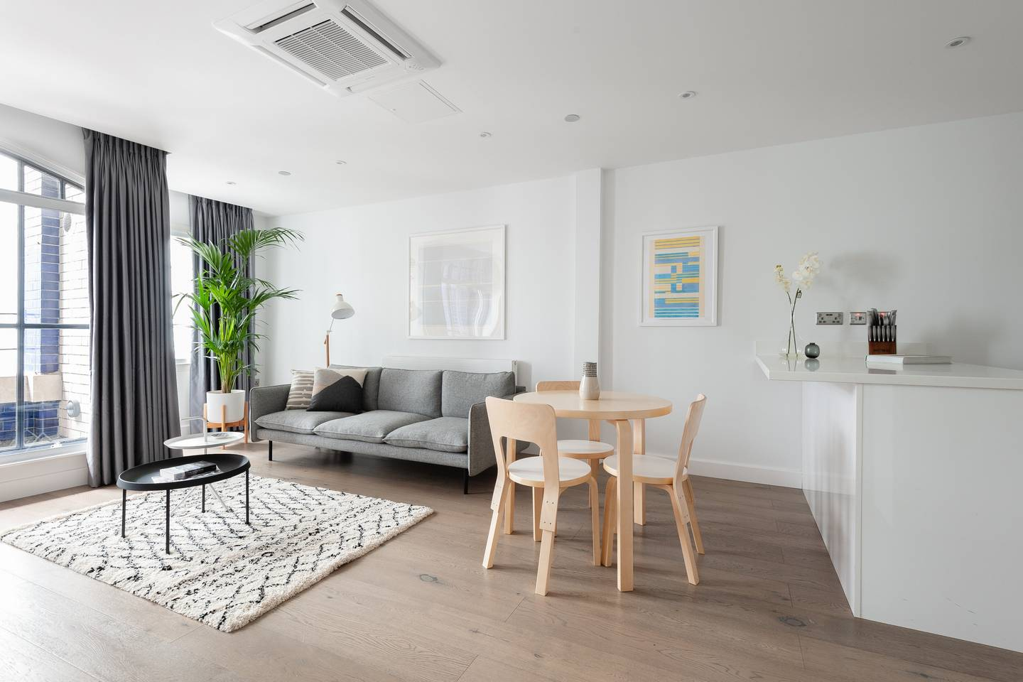 Living room at Leicester Square Apartments - Citybase Apartments