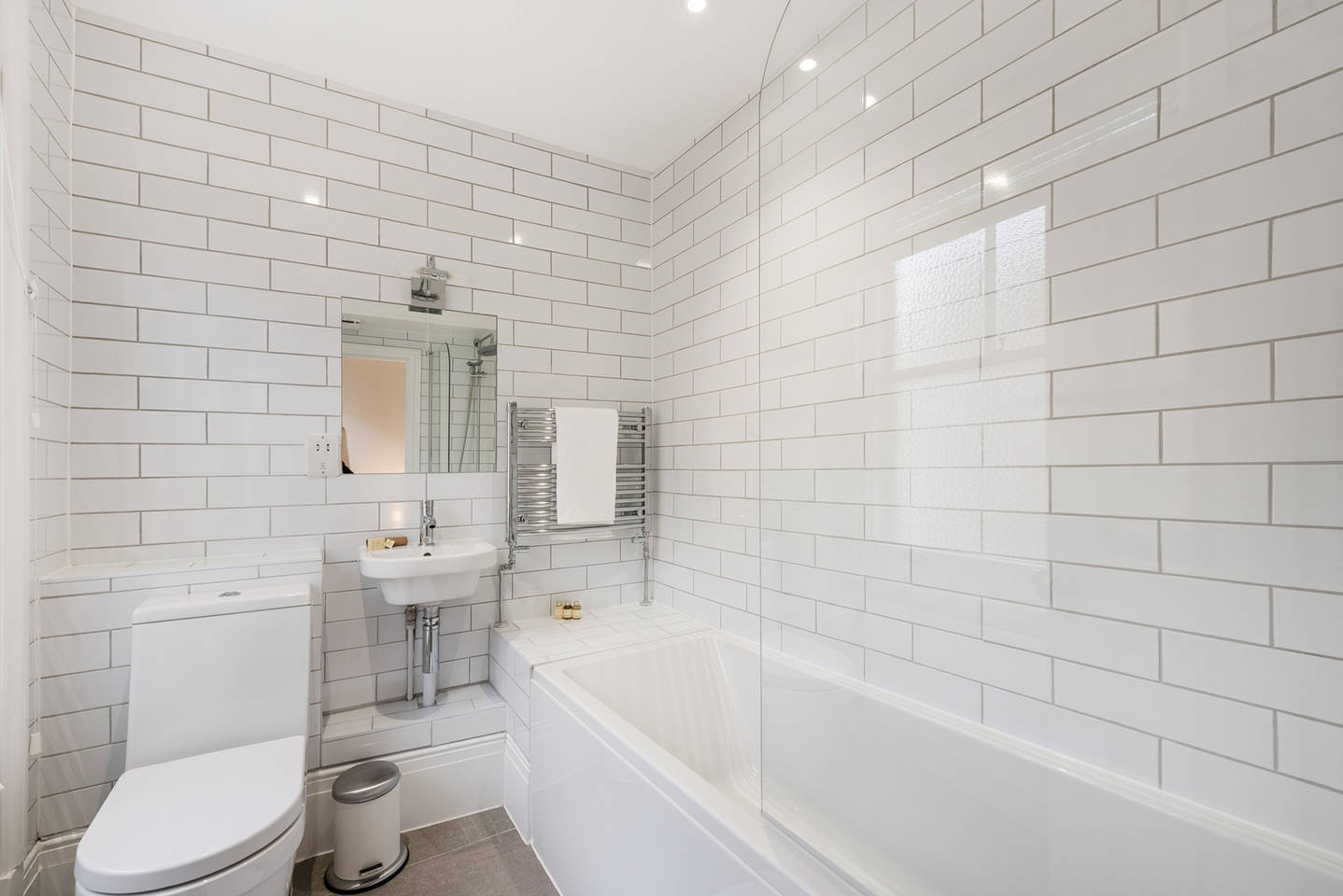 Bath at Covent Garden Floral Street Apartments - Citybase Apartments