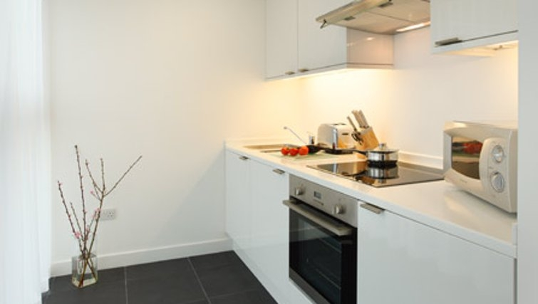 Modern kitchen in SACO Waterloo - York Road - Citybase Apartments