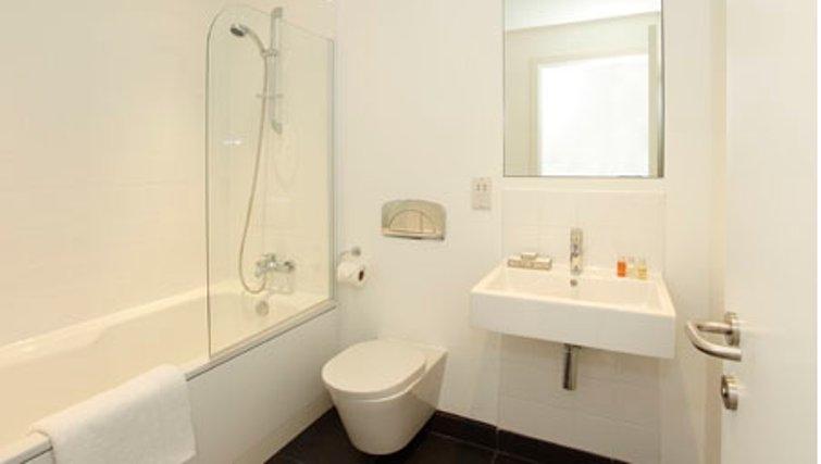 Contemporary bathroom in SACO Waterloo - York Road - Citybase Apartments