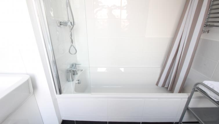 Bath at William's Sheffield City Centre Apartments - Citybase Apartments