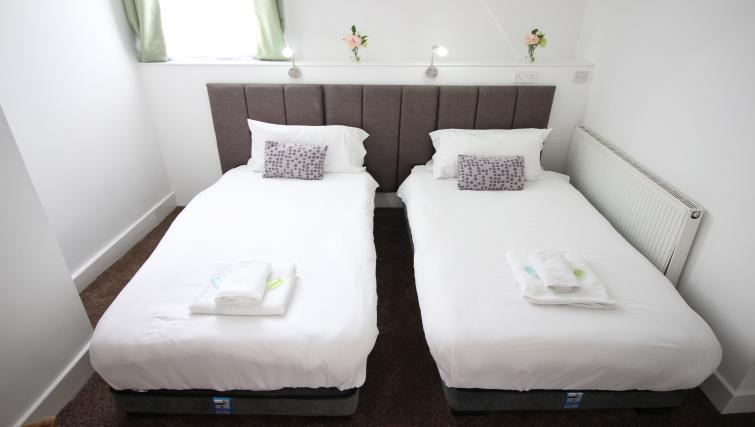 Twin beds at William's Sheffield City Centre Apartments - Citybase Apartments