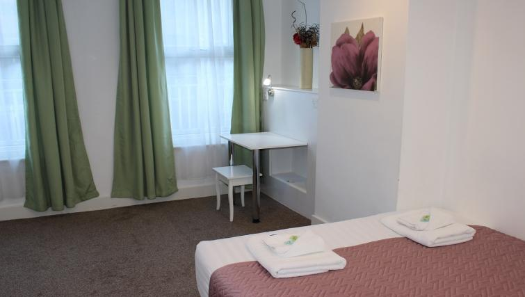 Double bed at William's Sheffield City Centre Apartments - Citybase Apartments