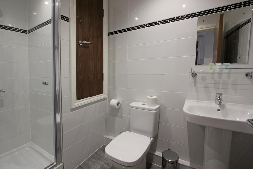 Toilet at 3 Union Court Apartments - Citybase Apartments