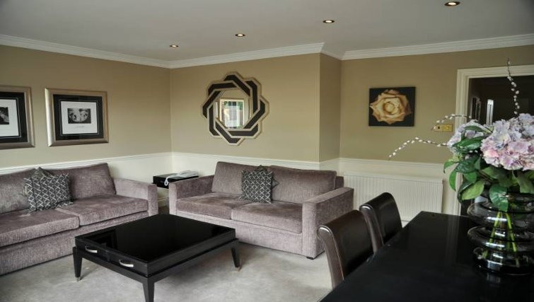 Spacious living area at Collingham Serviced Apartments - Citybase Apartments