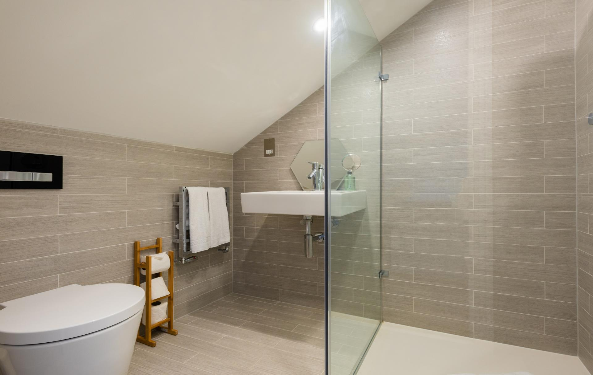 WC at The Oxford Gardens, White City, London - Citybase Apartments