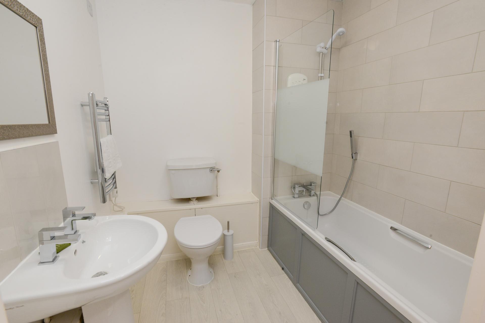 Bathroom at Brook Court Apartment, Radford, Nottingham - Citybase Apartments