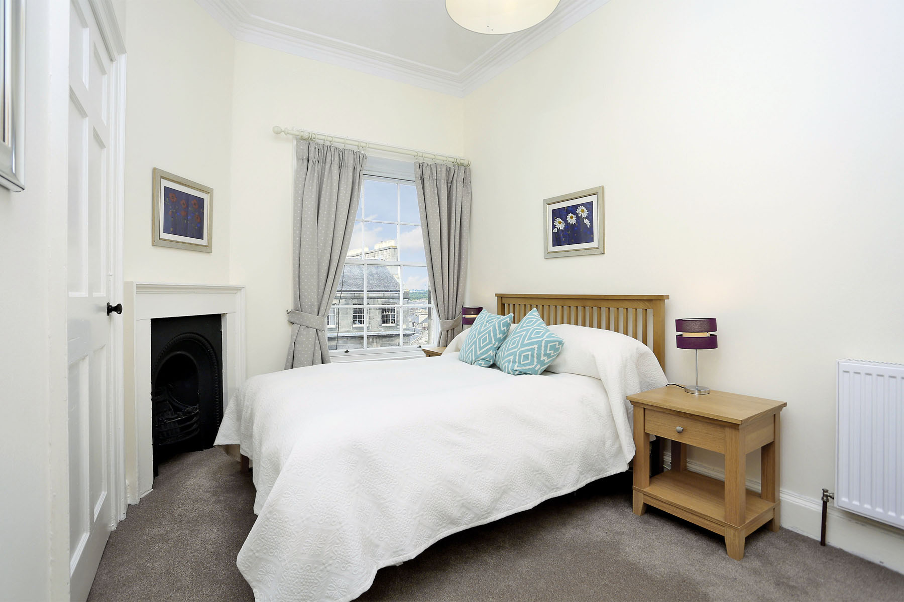 Double bed at The New Town Apartment, Bonnington, Edinburgh - Citybase Apartments