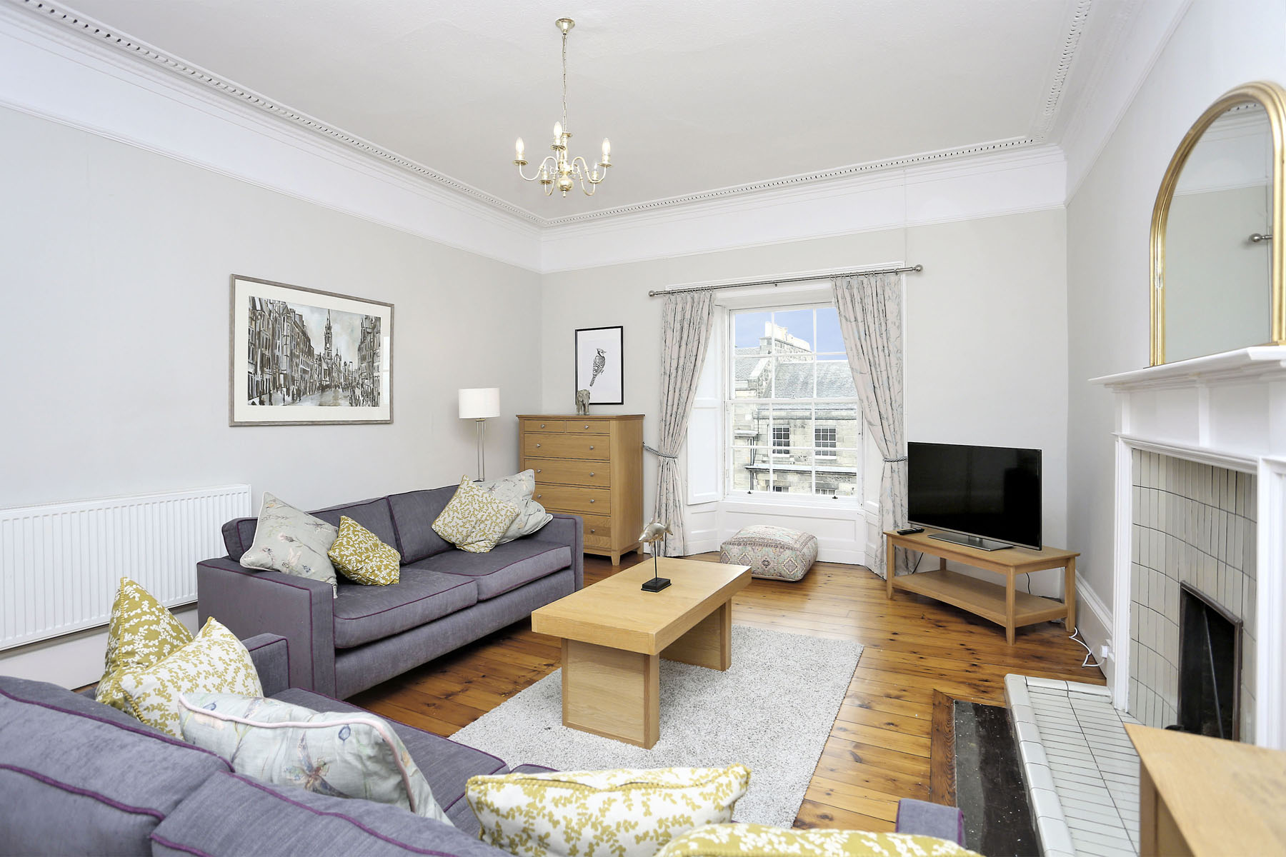 Lounge at The New Town Apartment, Bonnington, Edinburgh - Citybase Apartments