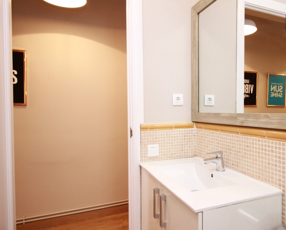 Bathroom at Travesera De Gracia Apartment - Citybase Apartments