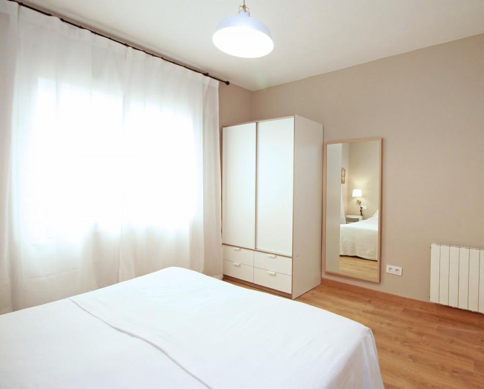 Wardrobe at Travesera De Gracia Apartment - Citybase Apartments