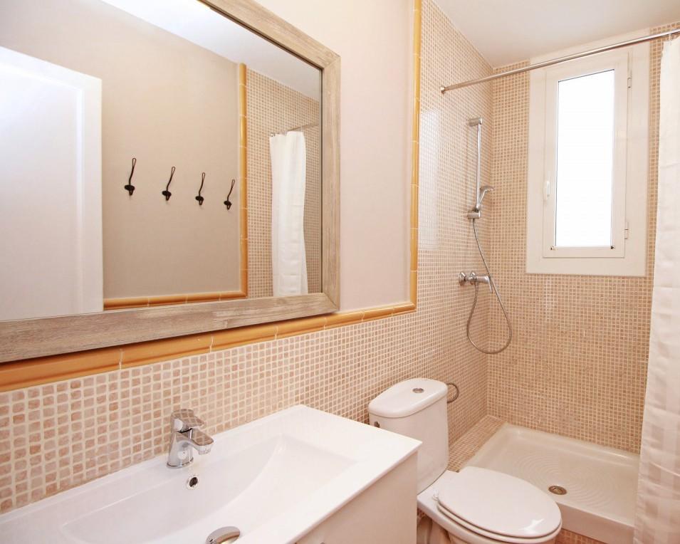 Shower at Travesera De Gracia Apartment - Citybase Apartments
