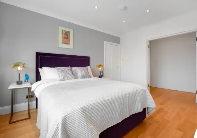 Queen bed at Marble Arch - Citybase Apartments