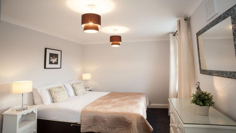 Bedroom double at Hammersmith Town Apartments - Citybase Apartments