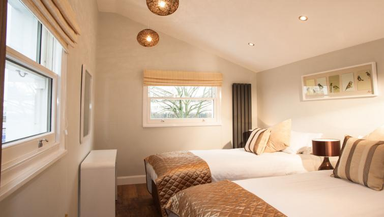 Bedroom twins at Hammersmith Town Apartments - Citybase Apartments