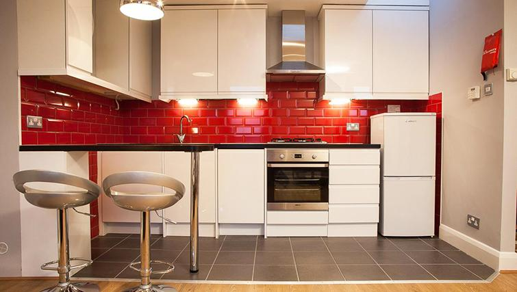 Modern kitchen  in Hammersmith Town Apartments - Citybase Apartments