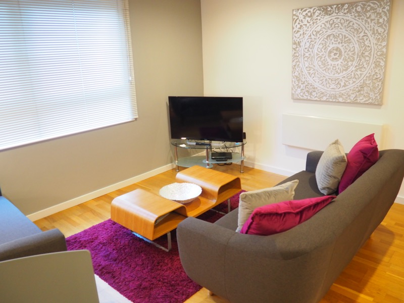 Living room at The Gateway Crown Apartments - Citybase Apartments