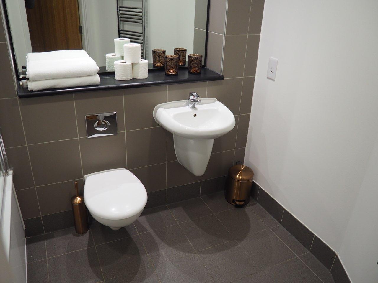 Toilet at The Gateway Crown Apartments - Citybase Apartments