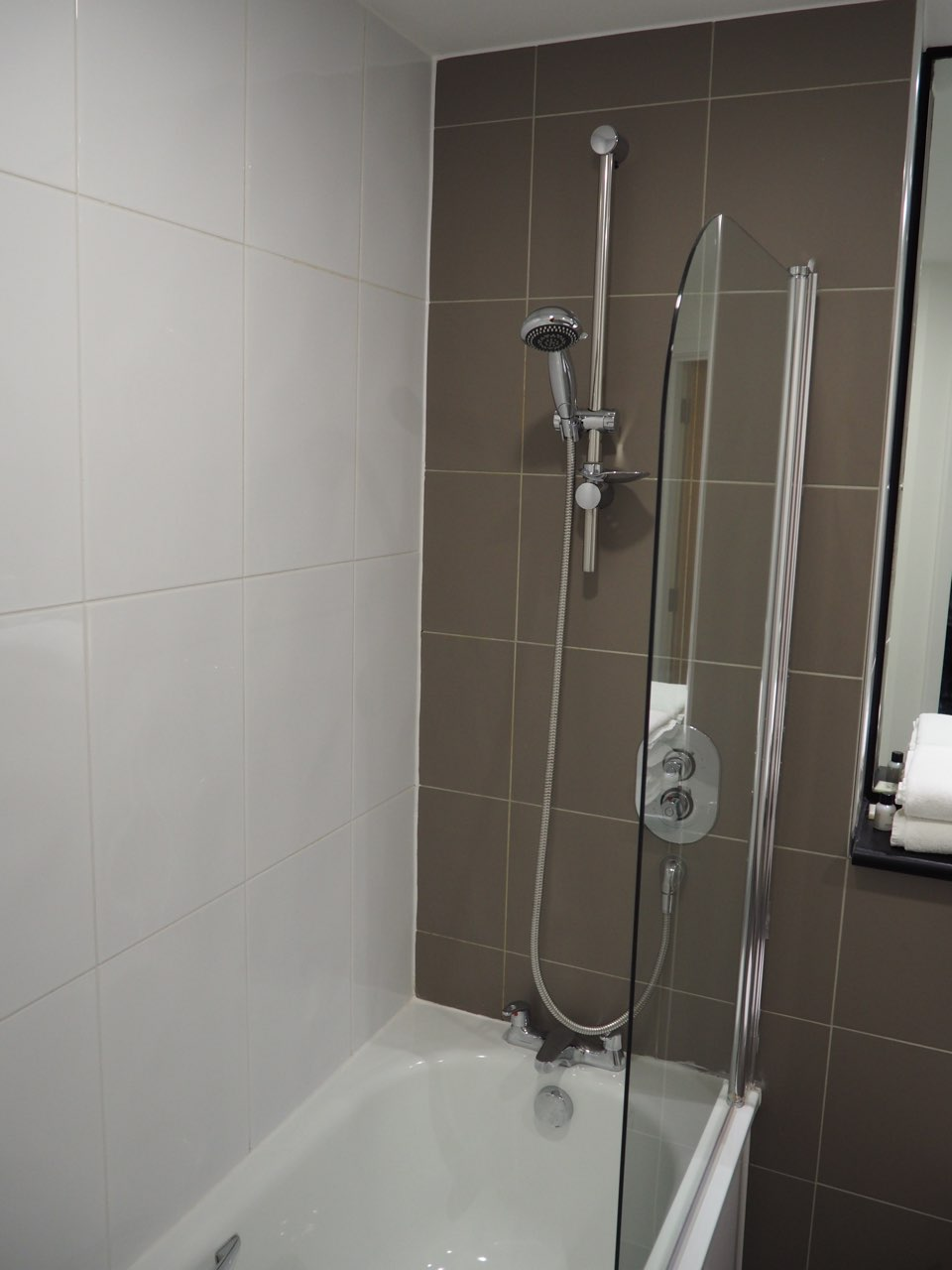 Shower at The Gateway Crown Apartments - Citybase Apartments