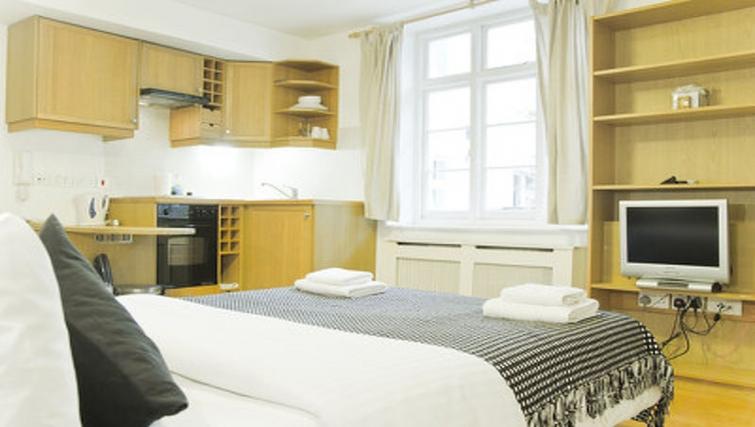 Comfortable bedroom in Cartwright Gardens - Citybase Apartments