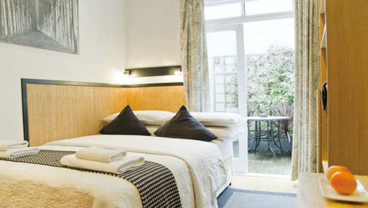 Tidy bedroom in Cartwright Gardens - Citybase Apartments