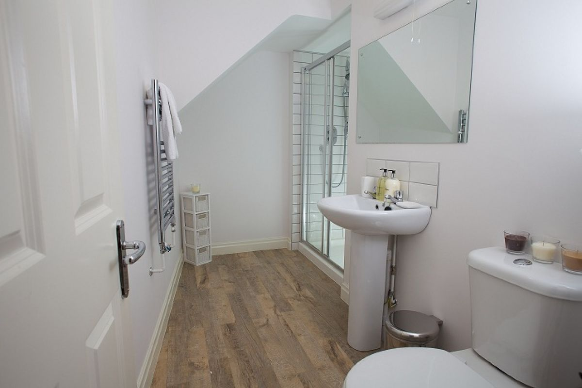 Bathroom at West Mews Apartments - Citybase Apartments