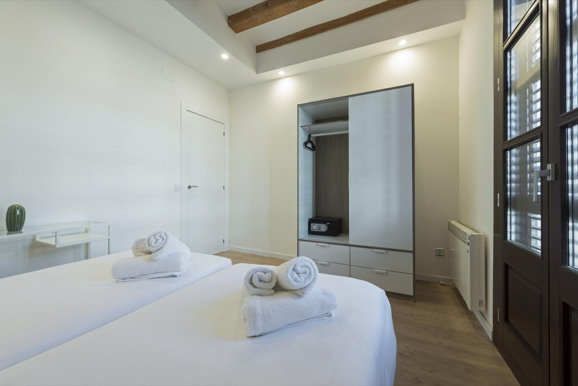 Twin beds at Pelayo Suites, El Raval, Barcelona - Citybase Apartments