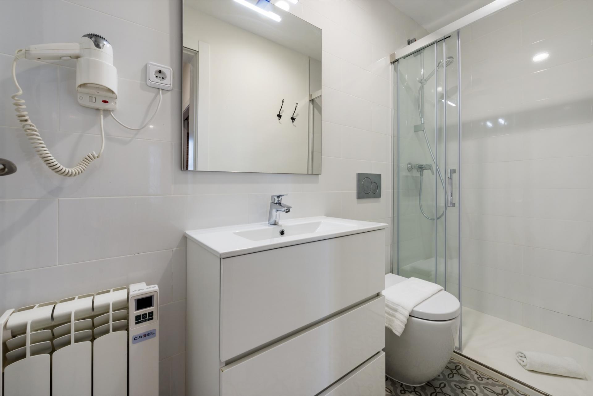 Shower at Pelayo Suites, El Raval, Barcelona - Citybase Apartments