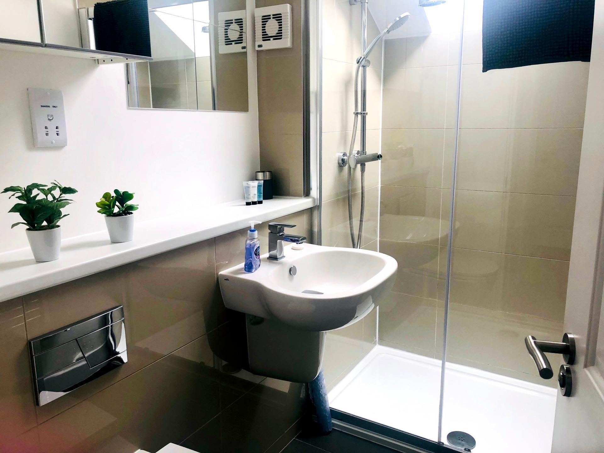 Bathroom at Newmarket Road apartment - Citybase Apartments