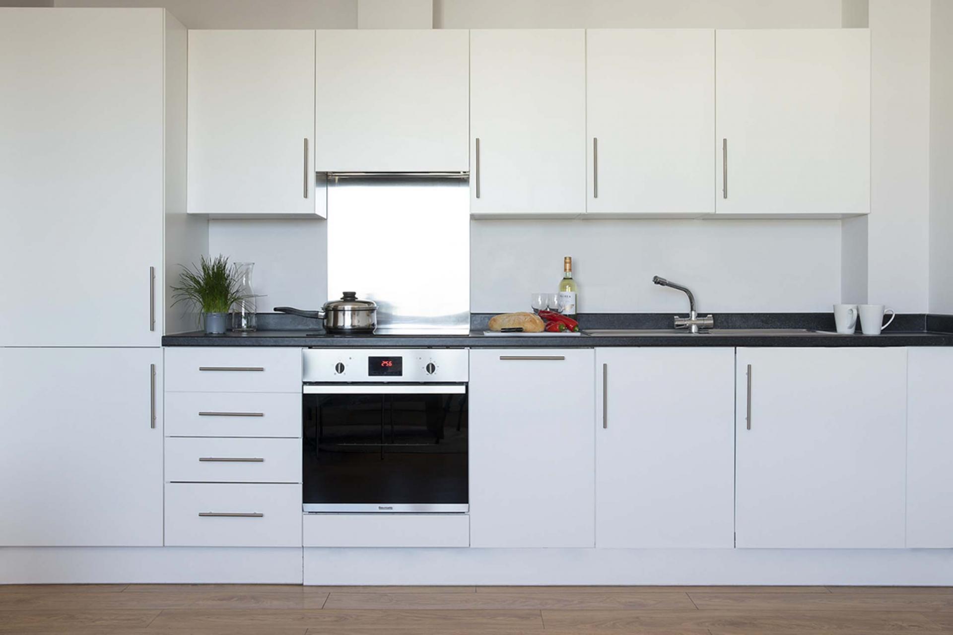 Kitchen at Aparthotel Farnborough - Citybase Apartments