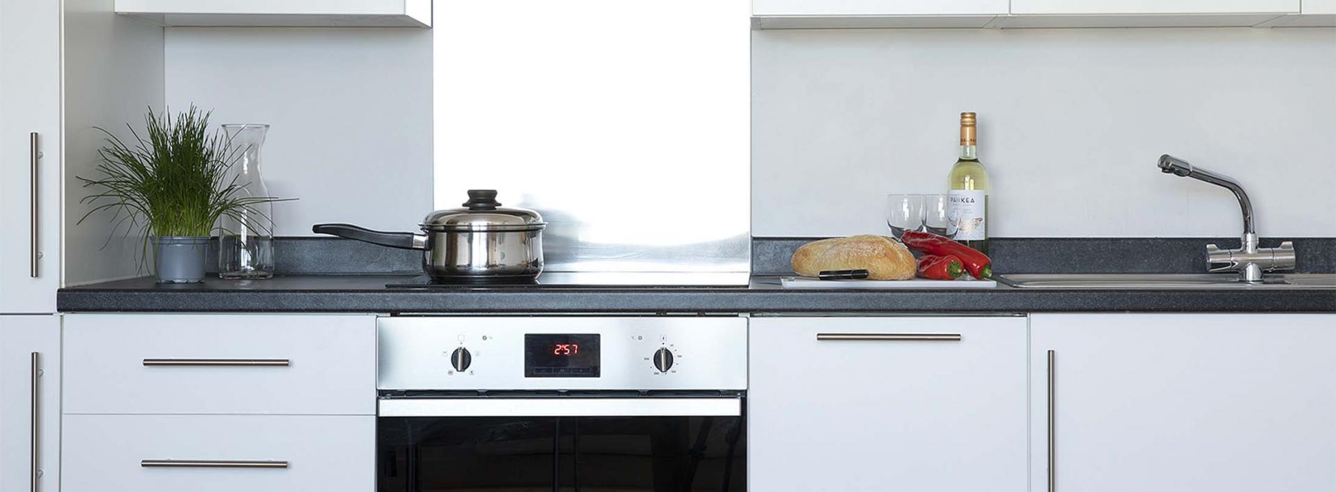 Oven at Aparthotel Farnborough - Citybase Apartments