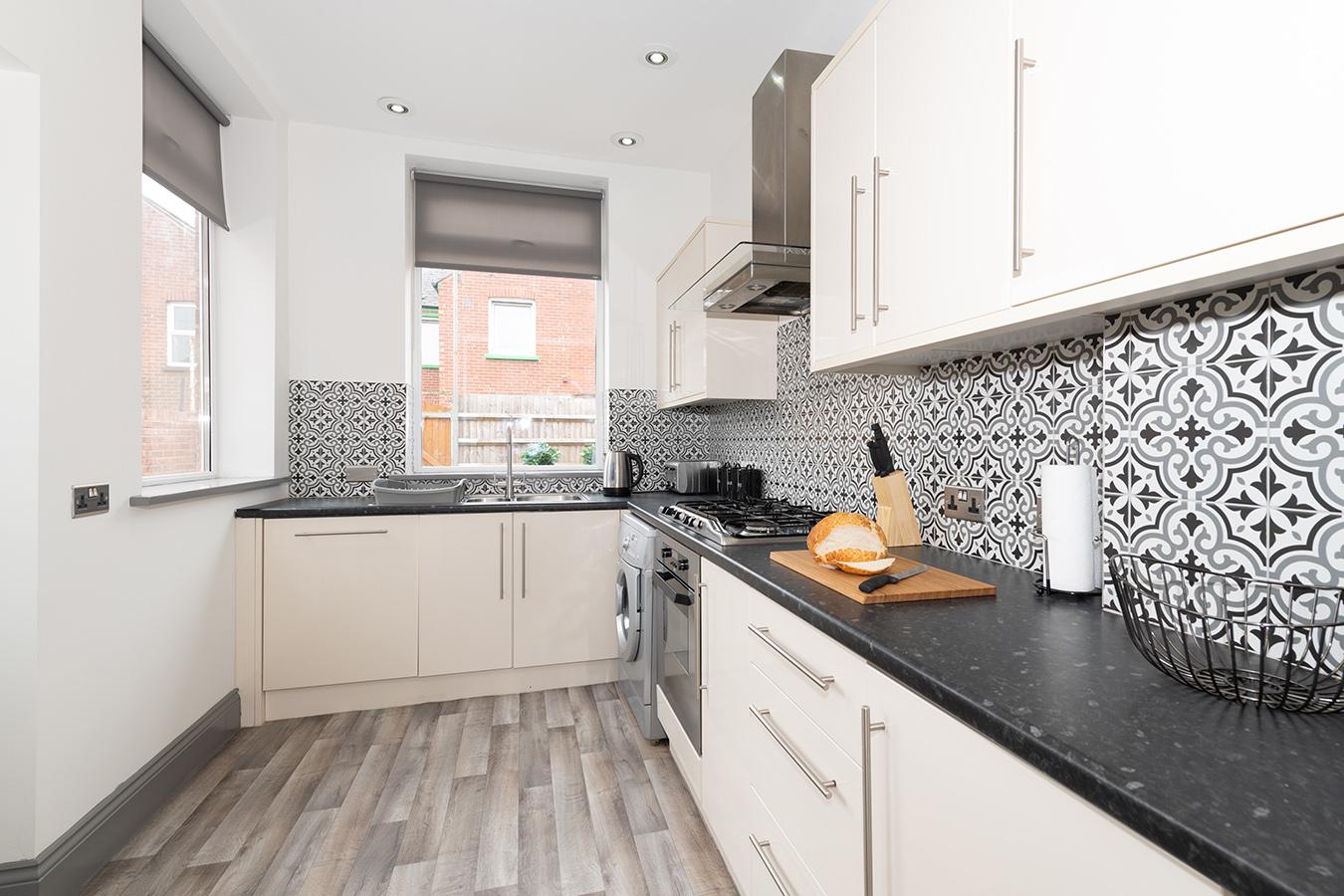 Kitchen at Stuart Road House, Heavitree, Exeter - Citybase Apartments