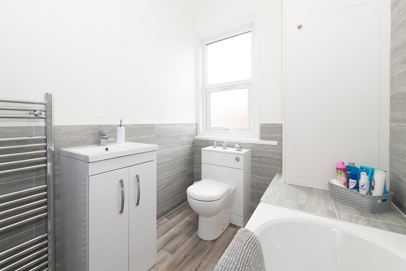 Bathroom at Stuart Road House, Heavitree, Exeter - Citybase Apartments